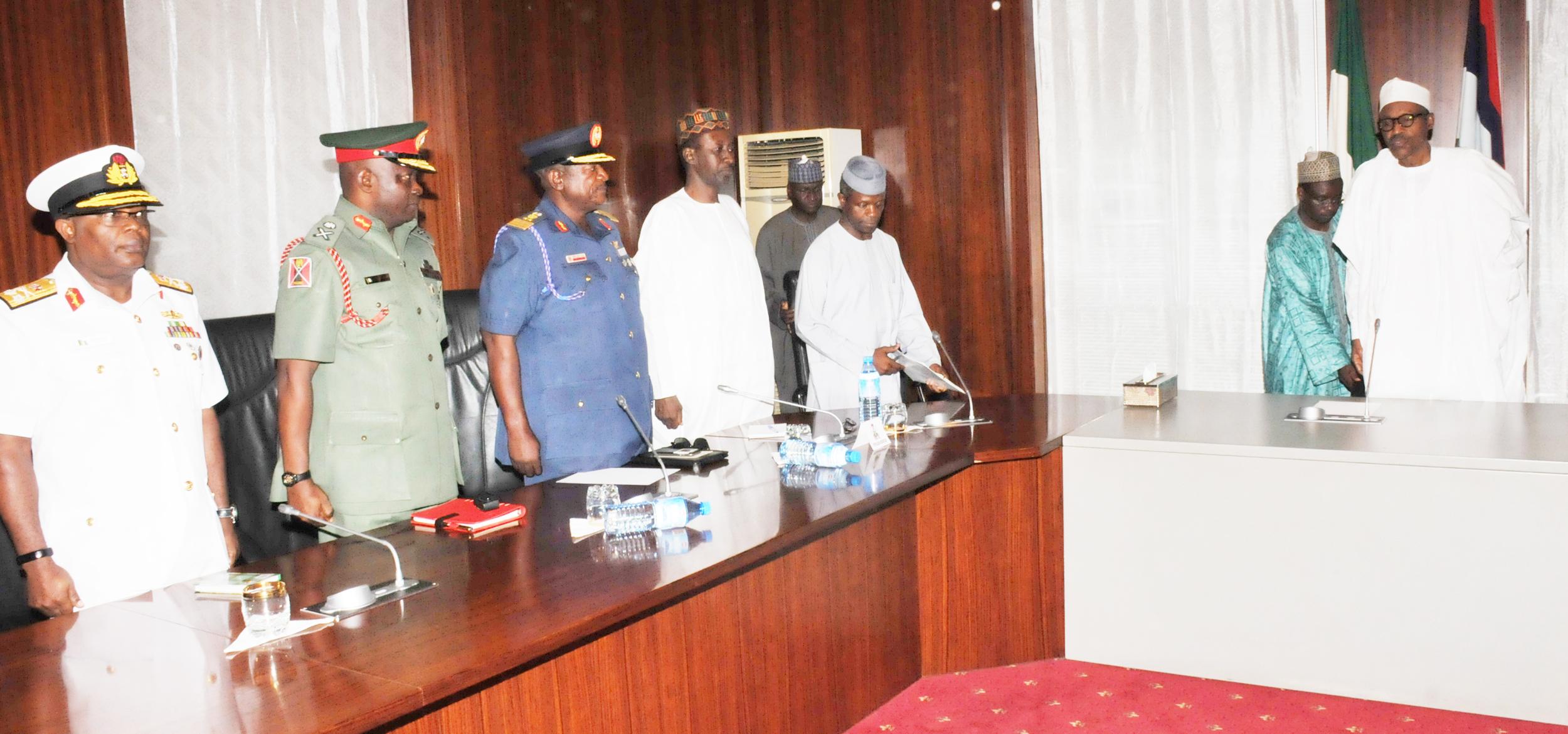 Buhari meets new Service Chiefs