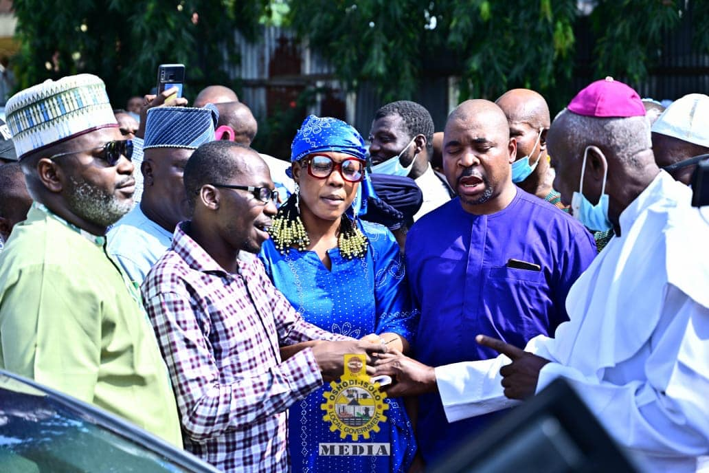 MC Oluomo Gifts Visually Impaired LG Staff a Car